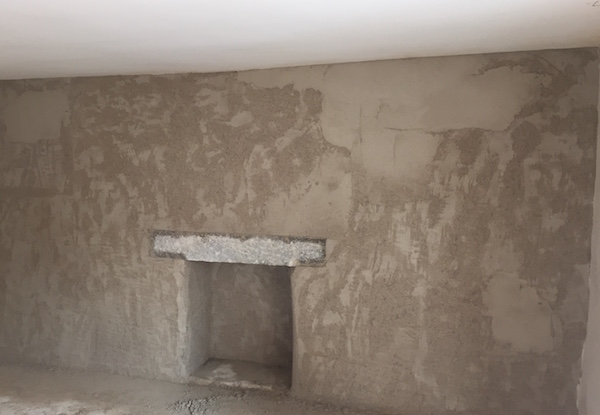 However the lintel had a crack in it so we had to support it and change it for a new one.....